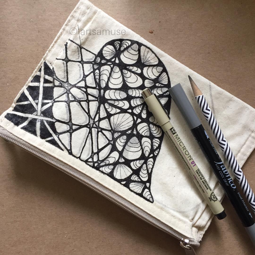 ©️ArtsAmuse. Pen and Fabric 5