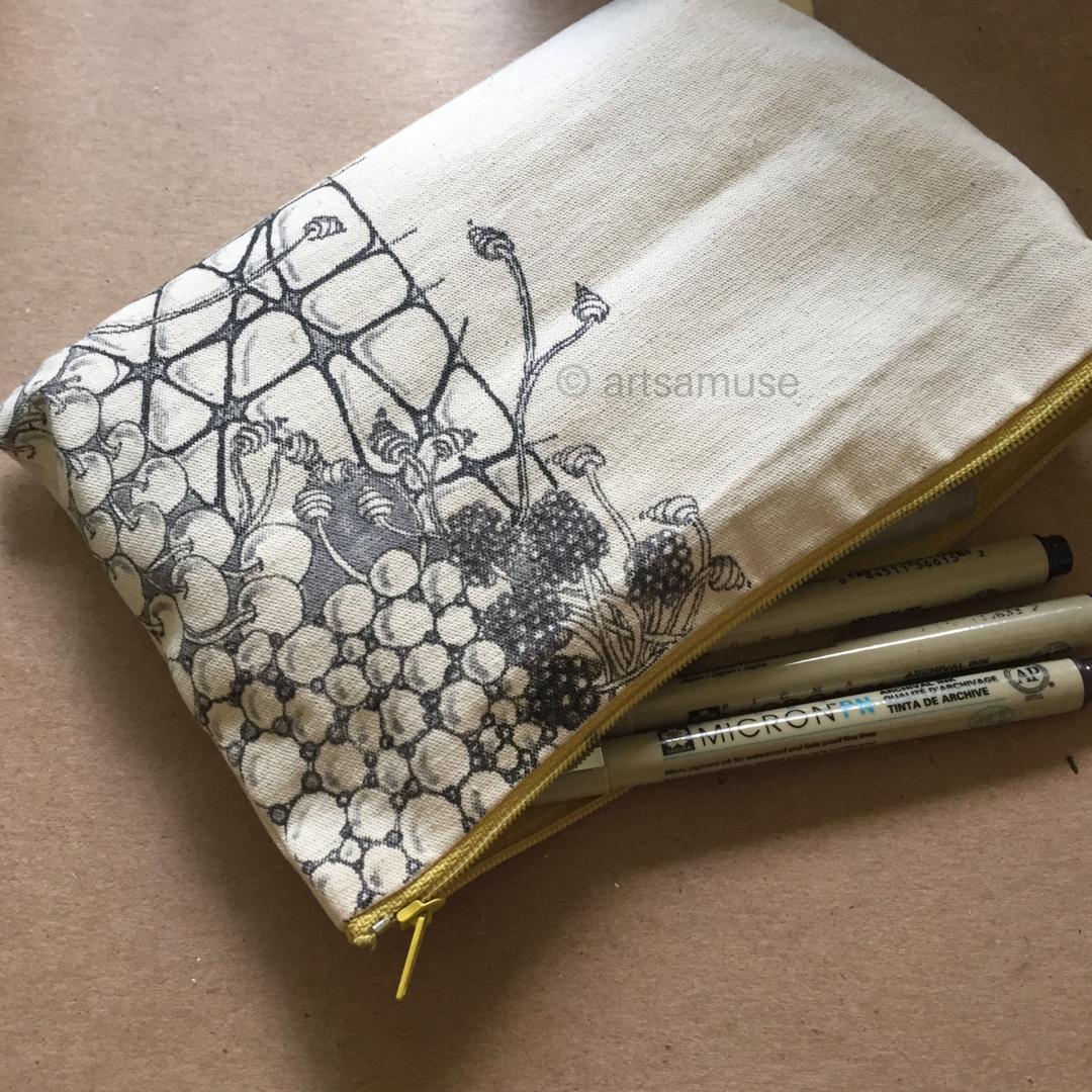 ©️ArtsAmuse. Pen and Fabric